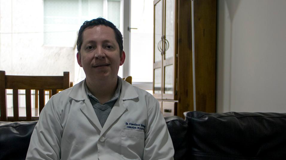 2000 MEDICOS ECUATORIANOS AL AÑO NO TIENEN OPORTUNIDAD DE ESPECIALIZARSE