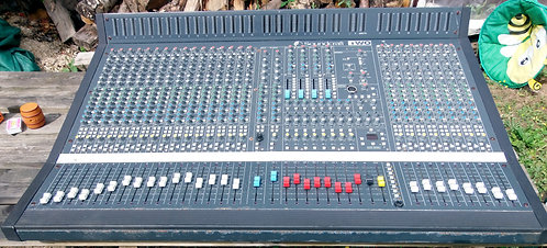 SOUND CRAFT SERIES 2 32 CHANNEL WITH CASE
