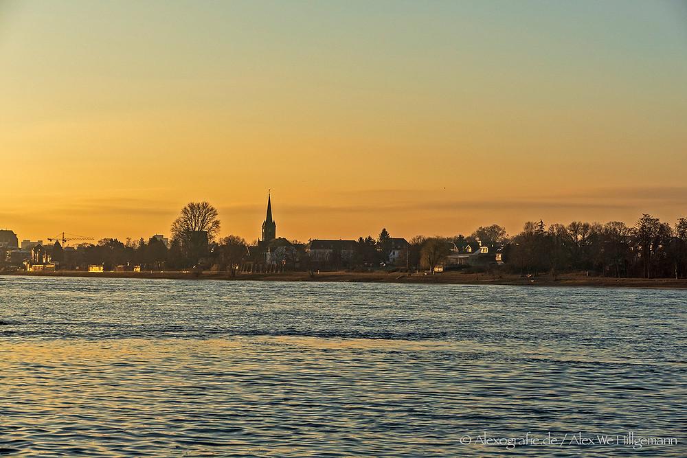 Blick auf den Rhein von Mondorf aus