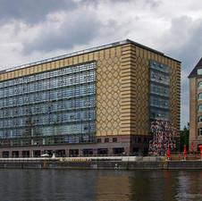 Ost-Berlin - die Zeit bleibt nicht stehen