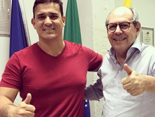 """Divino Bethânia diz que as pessoas cheias de decepções escolhem os políticos como """"bode expiatório"""""""