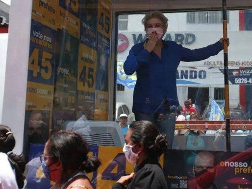 Quando estiver se sentindo um imbecil, lembre-se de Marta Suplicy dançando na gaiola de vidro
