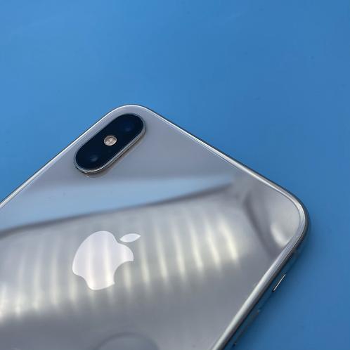 Apple iPhone XS (Silver, Unlocked, 64GB)