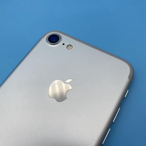 Apple iPhone 7 (Silver, Unlocked, 32GB)