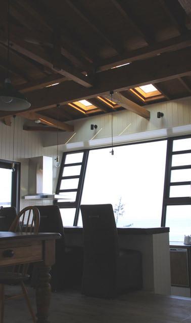 2階 キッチン ダイニングテーブル