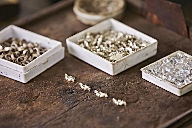Mücevher Atölyesinde Çalışma Masası