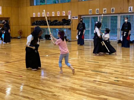 新たに小学校2年生の女子Oさんが入団しました!稽古では面打ちの試合をしました!