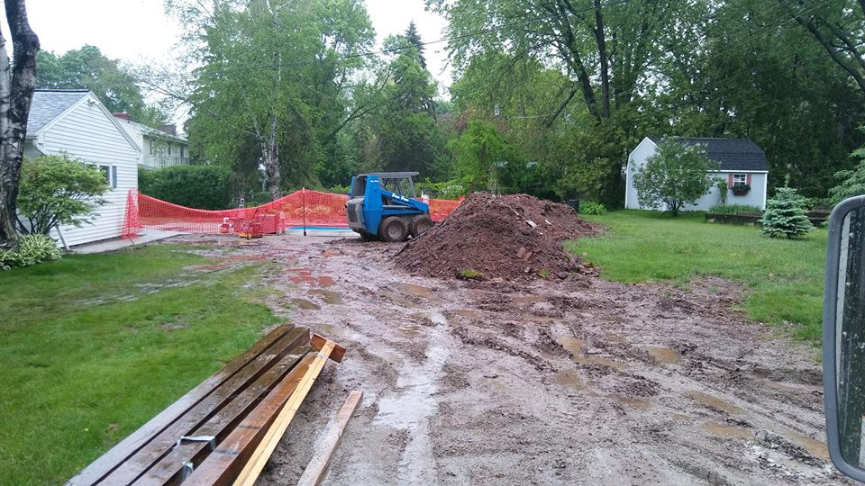 Rain day on a Fiberglass Pool site in Allouez, WI