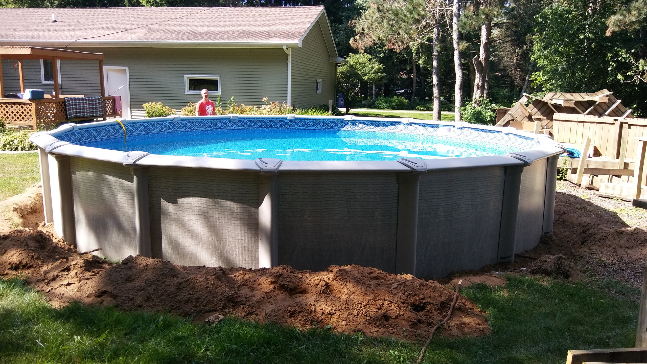 This 24' Round Evolution Above Ground Pool from Pool Pros was built in Suamico WI.