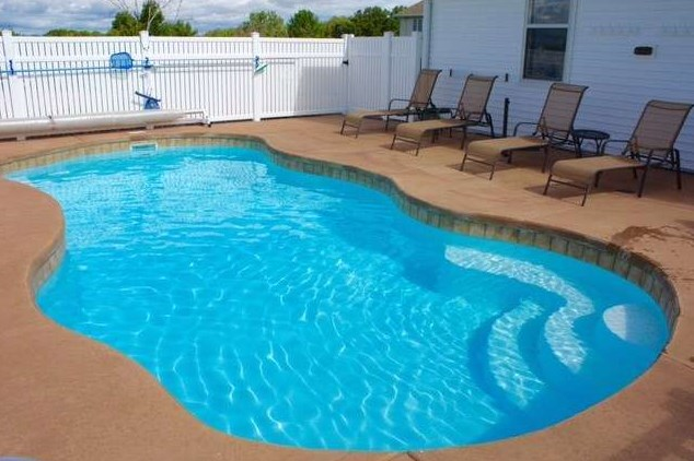 APSP Gold Award Residential Fiberglass Pool in Ledgeview WI