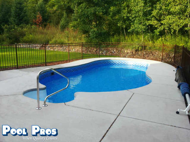 APSP Gold Award for residential vinyl lined pool in Green Bay, WI