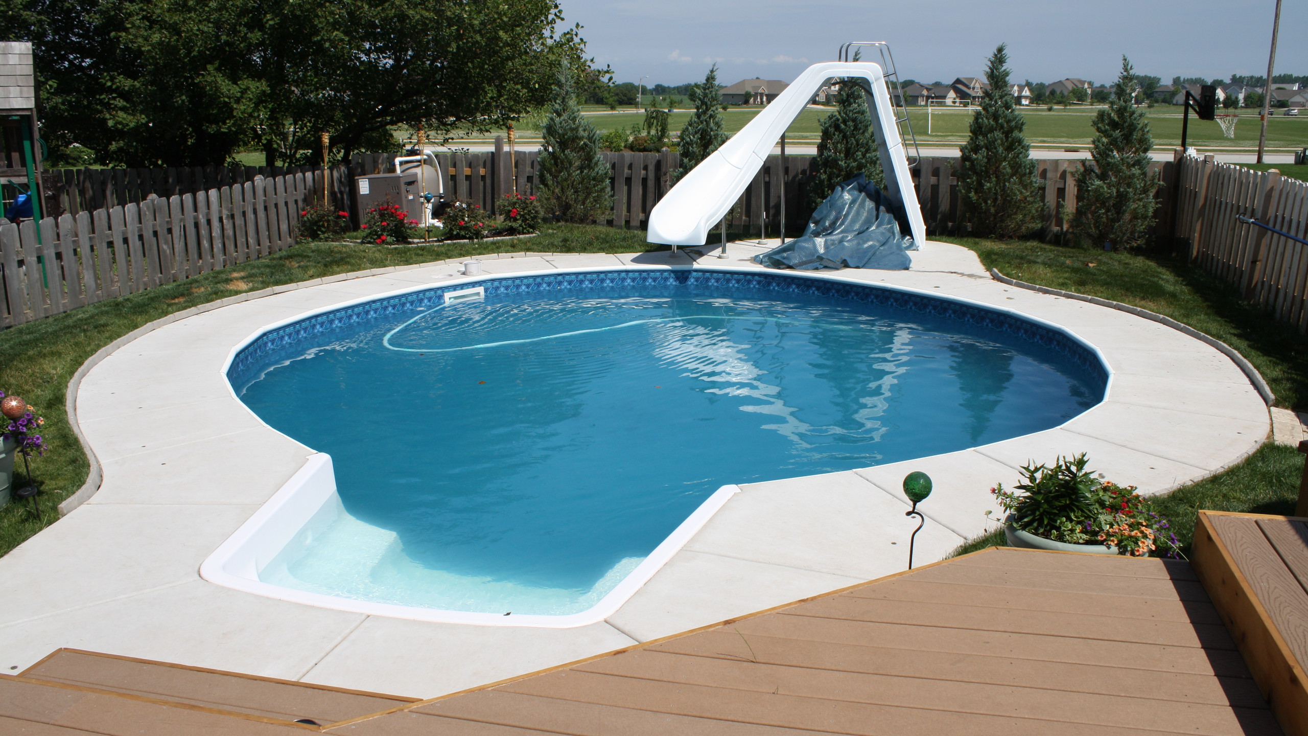 APSP Gold Award fro residential vinyl lined pool in Green Bay WI