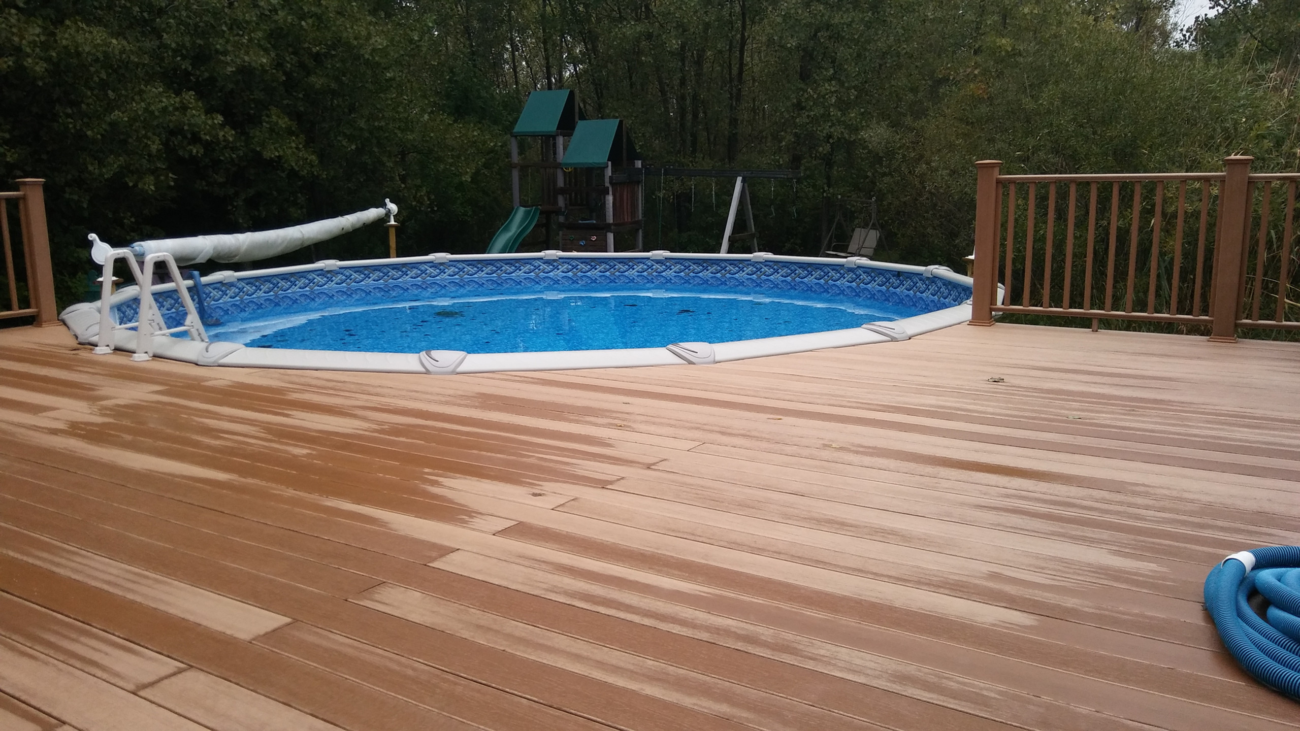 This 27' Round Evolution Above Ground Pool from Pool Pros was built in Suamico, WI in 2016