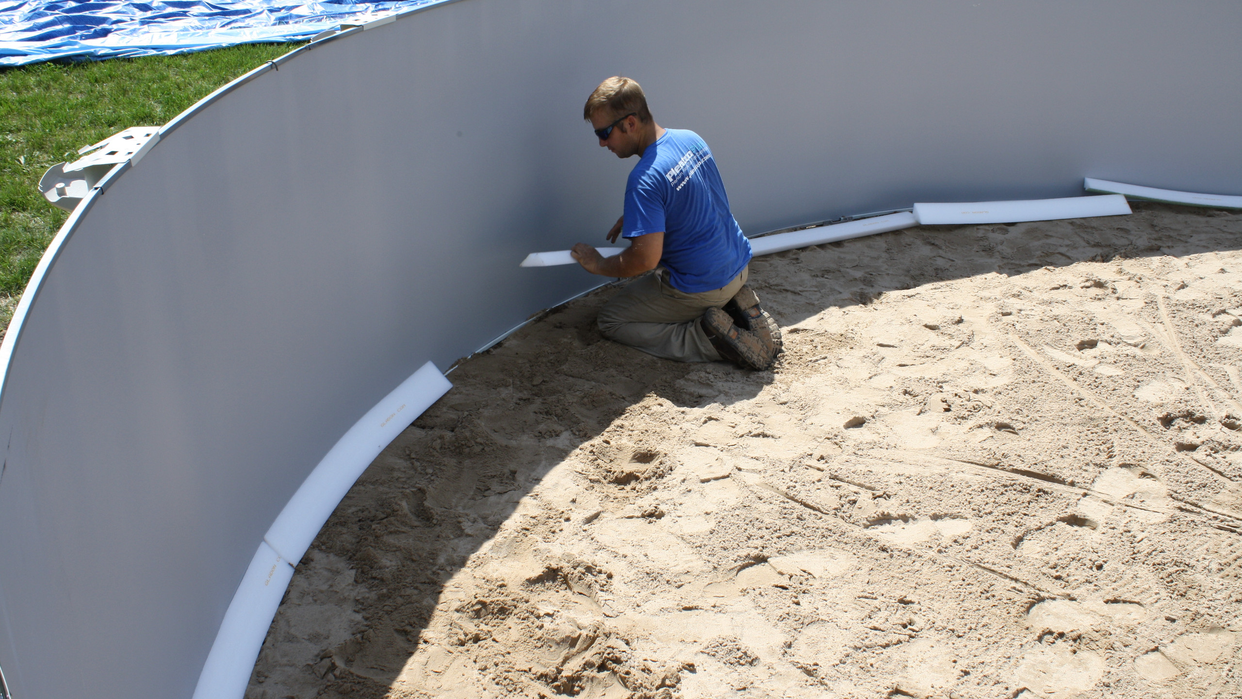At this point we begin installing Gladon Pool Cove in the bottom corner of the pool.