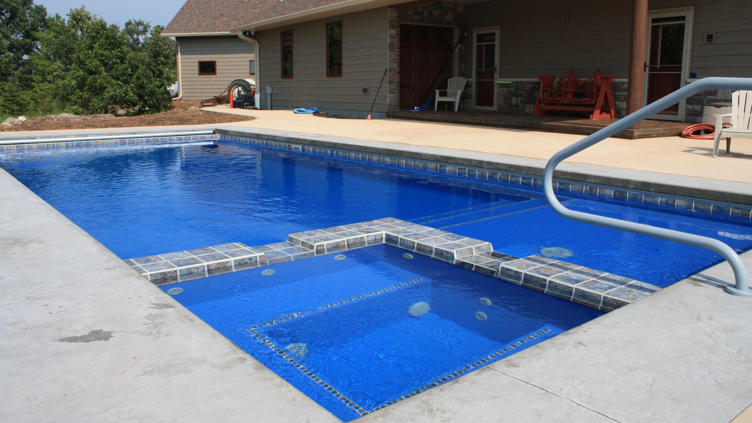 APSP Gold Award for residential fiberglass pool in Larsen WI