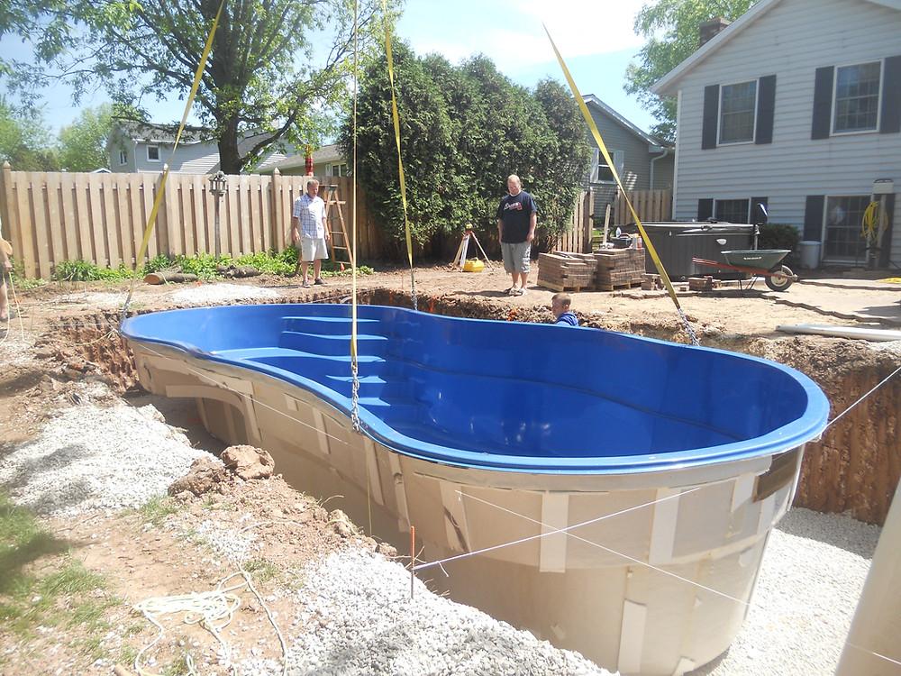 Setting a fiberglass pool in Bellevue WI