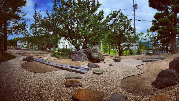 山と海の庭