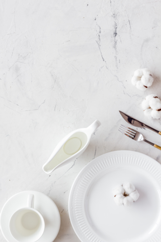 white-place-setting.png