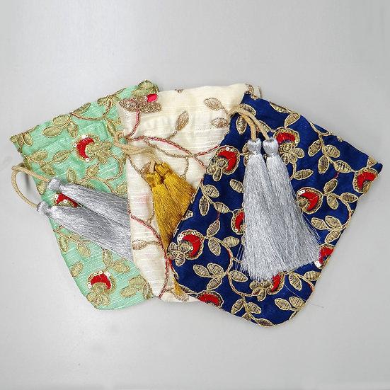 シルク生地 ザリ糸手刺繍 チャリティーポーチ ※売上の一部をインドの女性達へ援助します