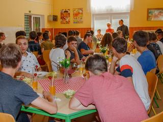 Rozloučení s deváťáky ve školní jídelně