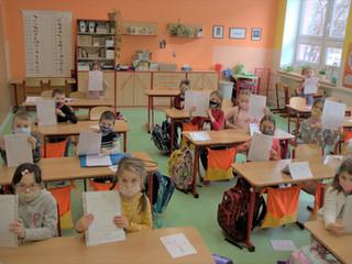Prvňáčci dostali svá první školní vysvědčení
