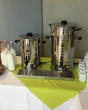 Kaffeemaschinen mit Tassen