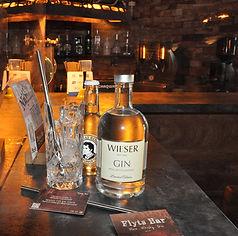 ein eleganter Gin von Kultbrenner Markus Wieser aus der Wachau. Einfach perfekt für den Sommer mit frischen Noten von Limetten, Kardamom und Orangen. Limited Edition