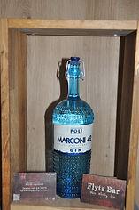 Poli Marconi verzaubert diesen Gin in ein wahres Erlebnis. Ein wunderbarer Geschmack bringt Italien schon sehr nahe und wenn man den 42 Mediterranean ans Ohr hält, kann man Grillen und Zikaden hören. Mit dem weichen und lieblichen Geschmack versetzen wir uns beim ersten Genuss an das Mittelmeer. Mediterrane Kräuter prägen diesen schmackhaften Gin.  Nase und Gaumen: Wacholderbeeren werden vereint mit Thymian, Minze und Rosmarin. Nicht fehlen darf, klassisch für Italien, das Basilikum Aroma.  Finish: weicher, aromatischer und langer Abgang