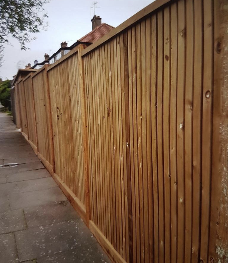22mm x 70mm Contemporary Fencing.