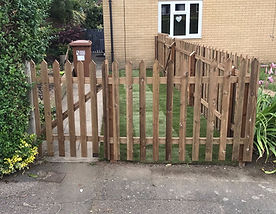 picket fencing smooth timber
