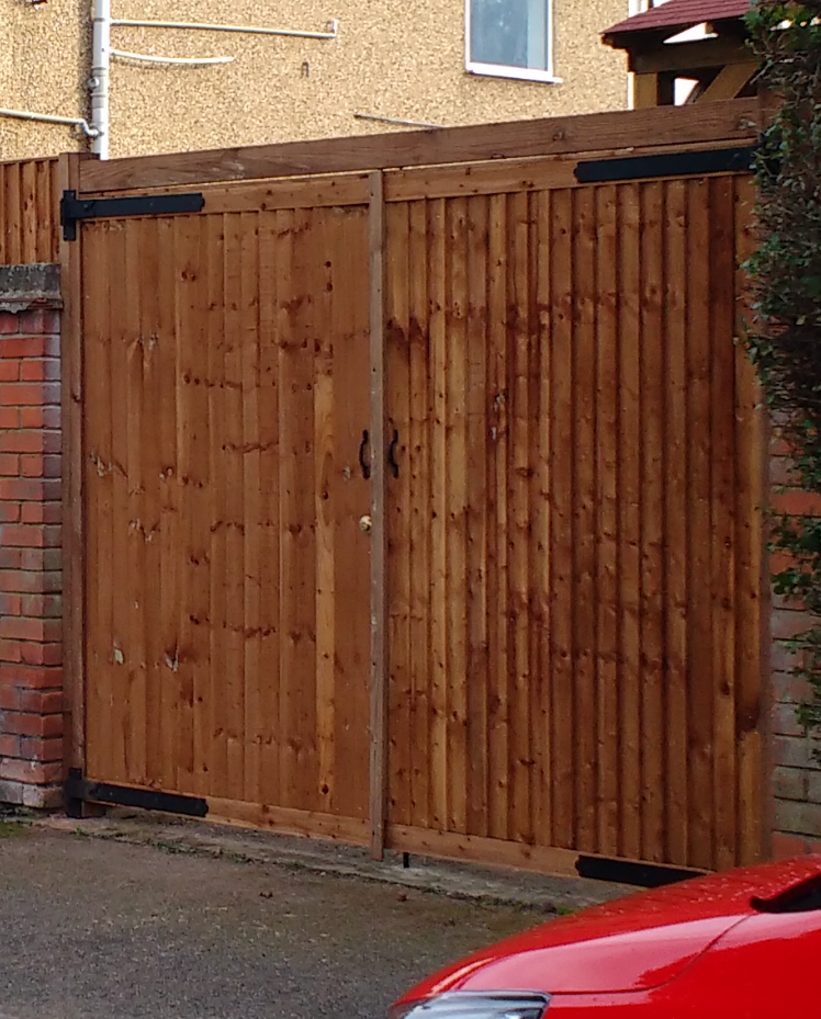 Closeboard Drive Gates
