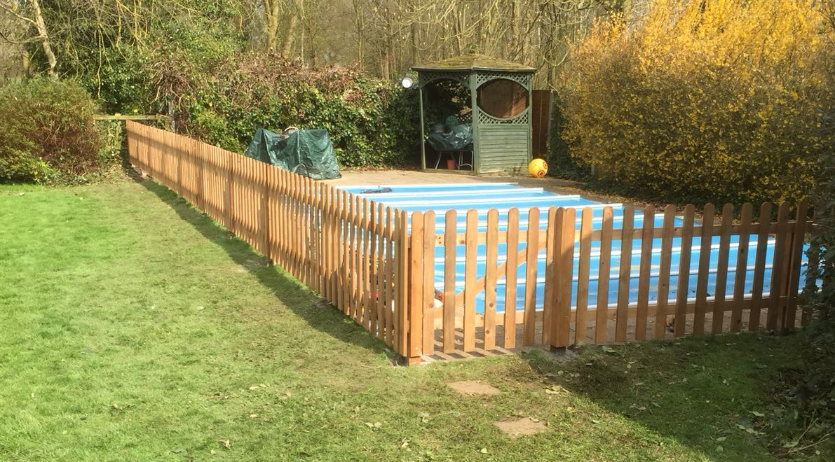 Swimming pool safety fencing