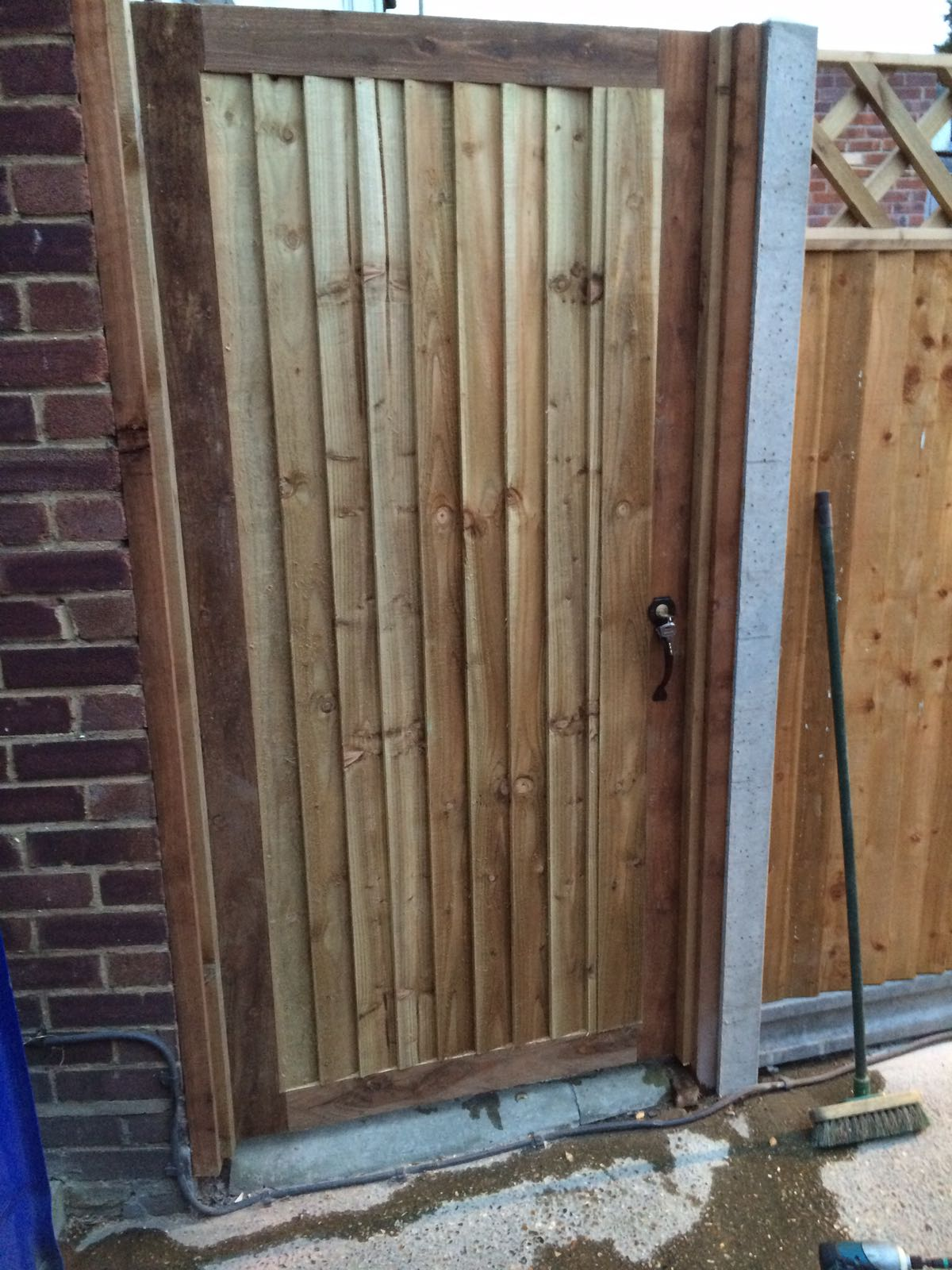 Morticed closeboard gate