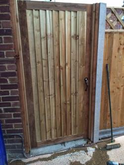 Morticed closeboard gate
