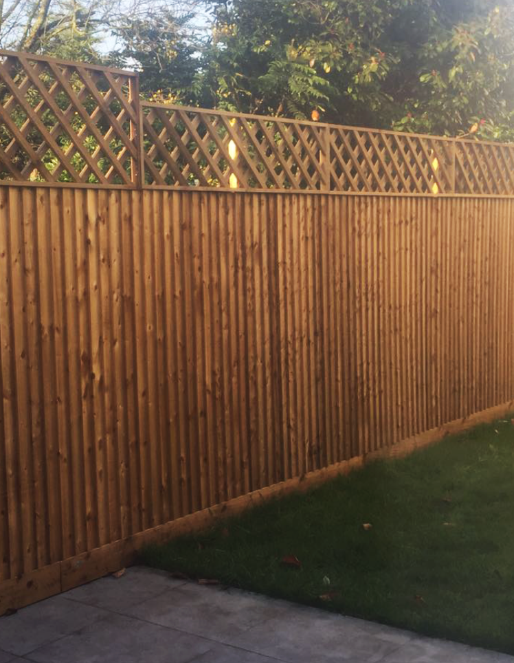 Closeboard fencing with diamonds