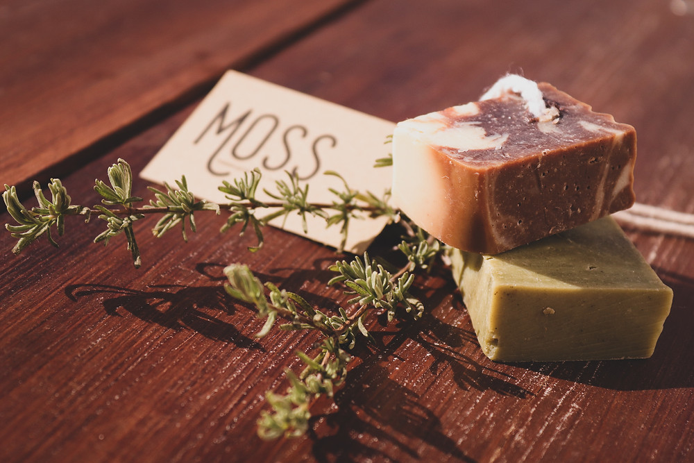 Wanting to be a part of a solution, and not contribute to the problem of plastic, we looked for a solution that would bring a little bit of nature to our guests' shower routine and at the same time ditch plastic containers.  We partnered with Matteo from MOSS.