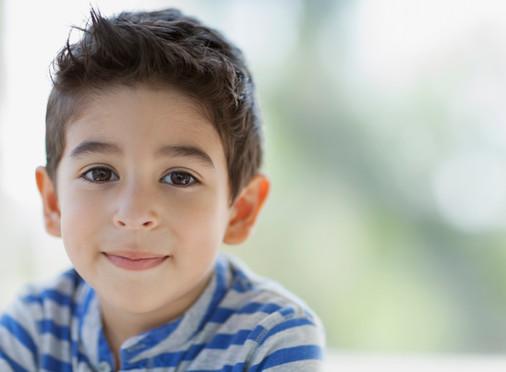 Ayudando a los Niños con Trastornos de Lenguaje: Pistas Fonémicas y Semánticas