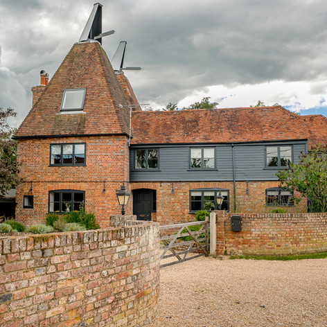 Horne's Place Oast - front a.jpg