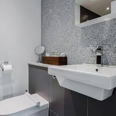 Horne's Place Oast - Bedroom 1 En Suite.