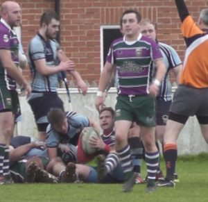 Pete Andrews scores 1st try