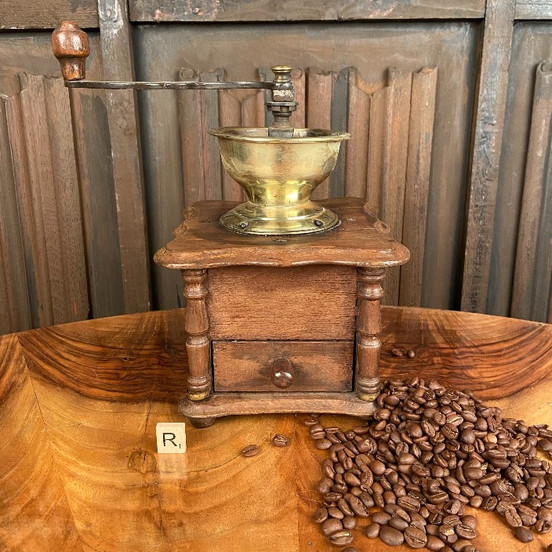 /product-page/victorian-oak-coffee-grinder-1