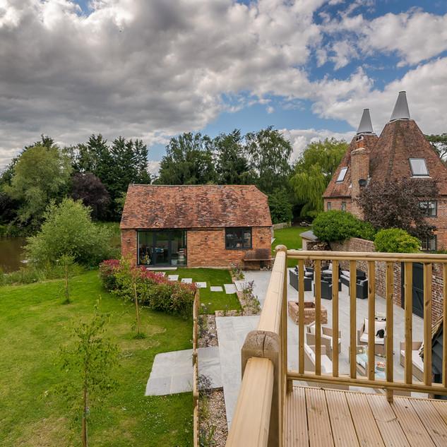 Horne's Place Oast Barn - Bedroom 10 Bal