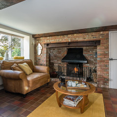 Horne's Place Oast - Living room c.jpg