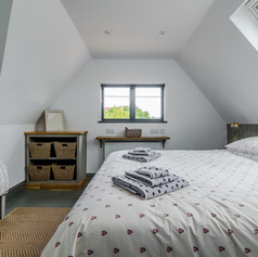 Horne's Place Oast Barn - Bedroom 9.jpg