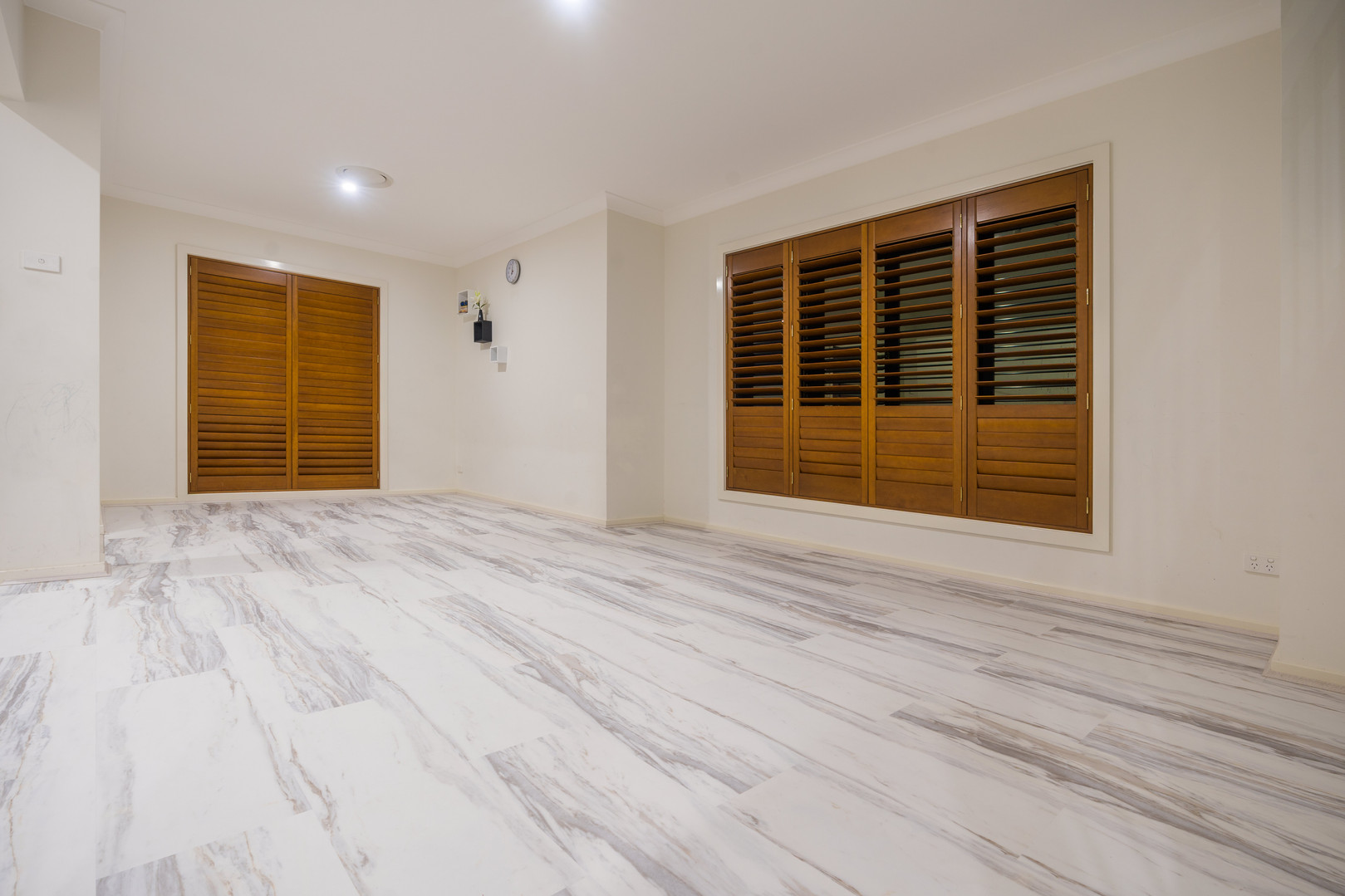 Jazz White - Stone Floor