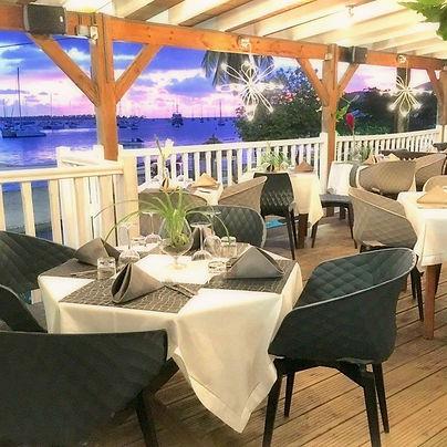 salle-restaurant-martinique-repas-gastronomie-coucher-de-soleil