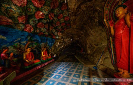 hollombuwa_sthreepura_cave_temple_07jpg
