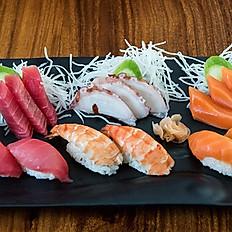 32. Mixed Nigiri & Sashimi platter (12pcs)