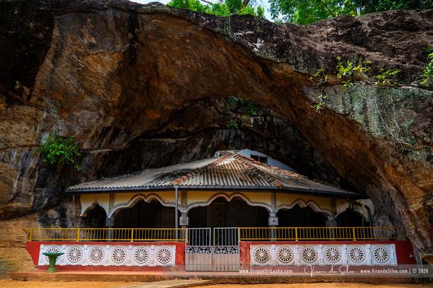 hollombuwa_sthreepura_cave_temple_02jpg
