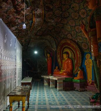 hollombuwa_sthreepura_cave_temple_04jpg